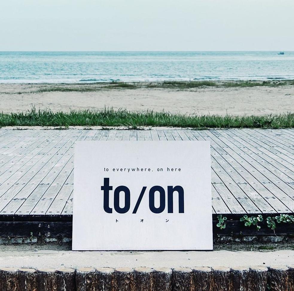 夏到来!富来に海の家「to/on」がオープン!